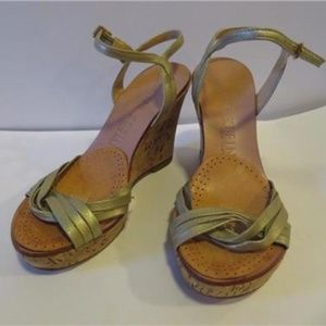 ANNE KLEIN SILVER LEATHER WEDGE SIZE 6